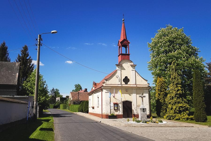 KAplica Trójcy Świętej w Unikowicach