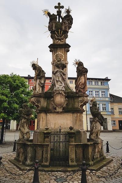 Figura wotywna na Rynku w Lądku-Zdrój