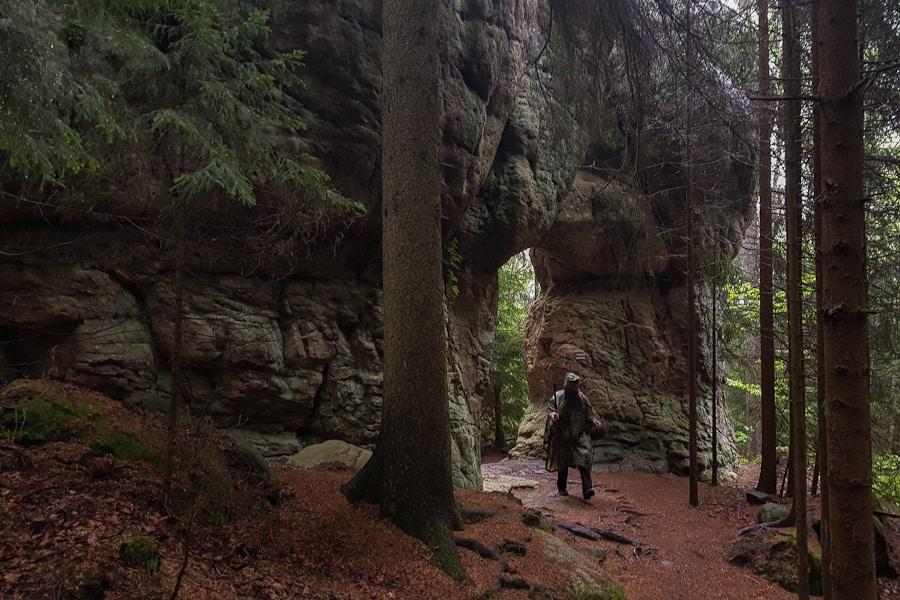 gory-stolowe-skalne-grzyby-skalna-brama-dolny-slask