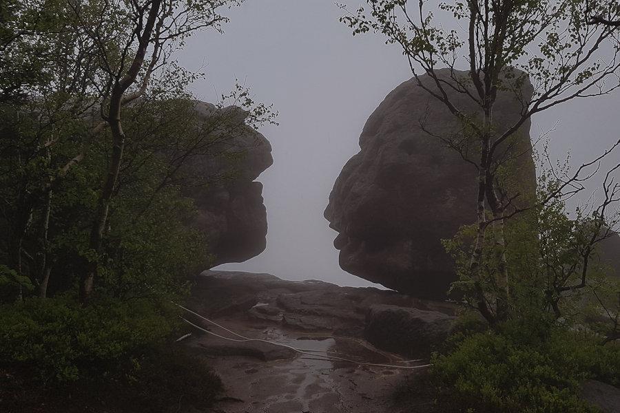 labirynt-skalny-szczeliniec-skaly-na-szczycie-dolnyslask-park-narodowy-gor-stolowych
