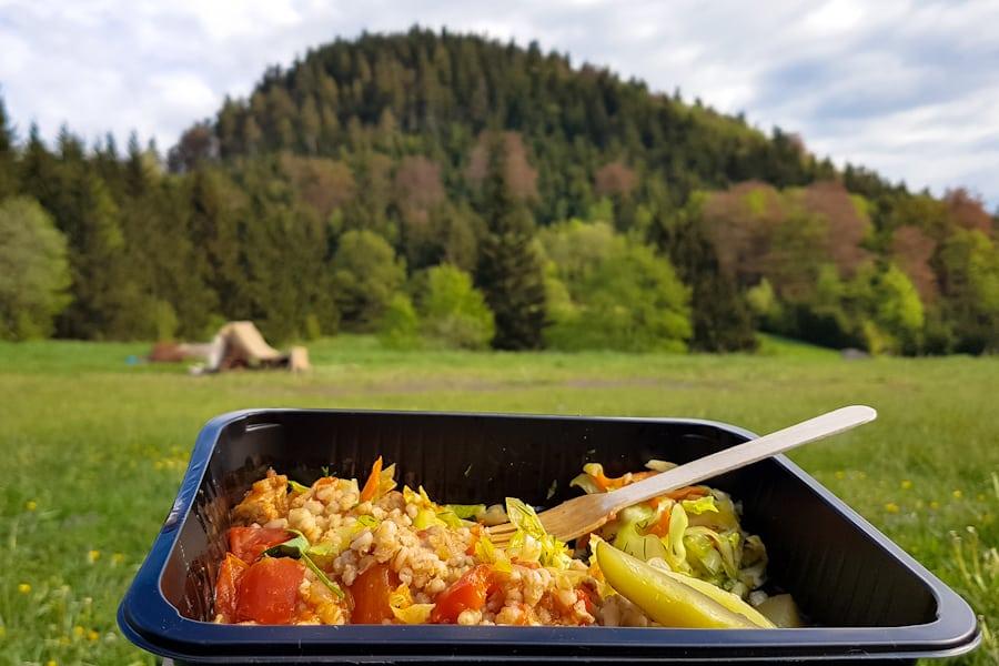 obiad-z-widokiem-na-waligore-gory-kamienne-gory-suche