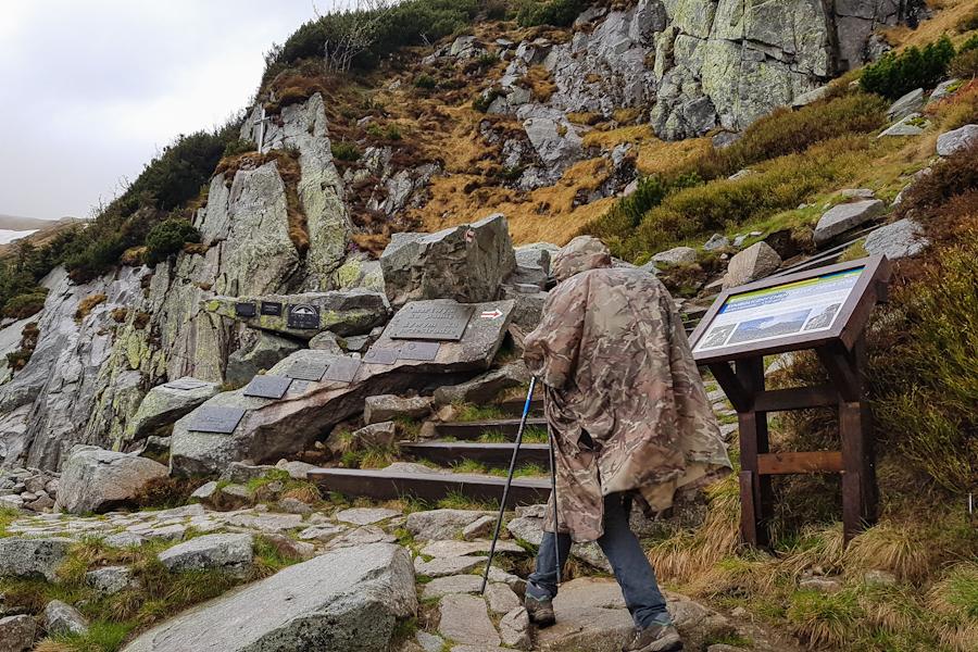 gss-dzien-15-23-symboliczny-cmentarz-ofiar-gor-kociol-lomniczki-karkonoski-park-narodowy-karkonosze